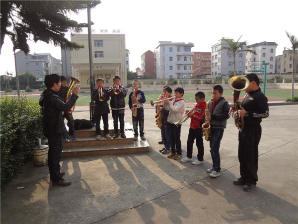 福清市依托乡镇中心学校,以素质教育为工作重点,以全国文明城市创建和