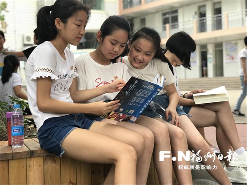 """台江校园走廊设书吧 让孩子们""""读""""来""""读""""往"""