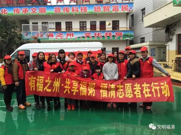 2月24日,龙山街道融东社区联合元洪附小,幼儿园举办敬老孝亲活动,与