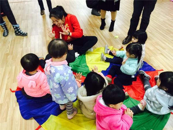"""连江开展""""早教进社区 亲子共成长""""志愿者服务活动"""