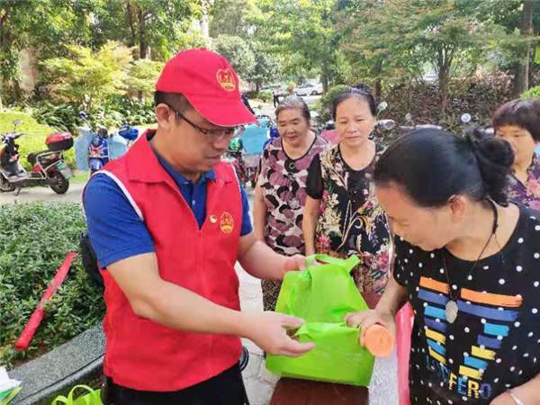 市卫健委开展垃圾分类宣传活动 倡导绿色生活方式